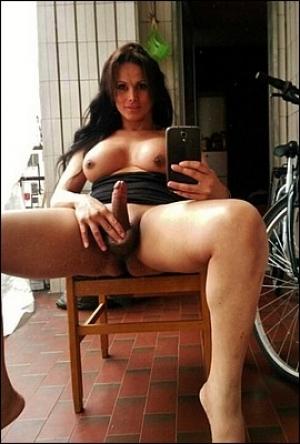Supergeil vrouwtje met een lekkere dikke paal!